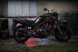 XJ600N im Blitzlicht